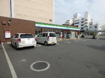 ファミリーマート甲府中央店の画像1