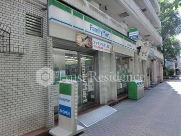 ファミリーマート日本橋箱崎町店の画像1