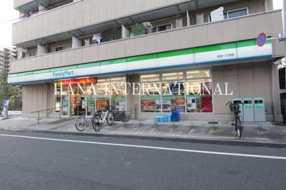 ファミリーマート新田一丁目店の画像1