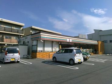 セブン-イレブン山梨県立美術館前店の画像1