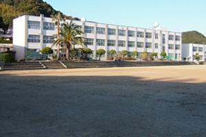 東明中学校の画像1