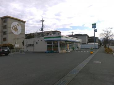 ファミリーマート甲府里吉店の画像1
