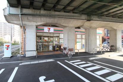 セブンイレブン京阪大和田駅西店の画像1