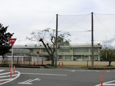津市立芸濃小学校の画像1