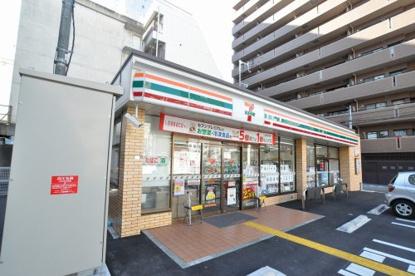 セブンイレブン大阪難波中3丁目南店の画像1