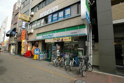 ファミリーマート 大国町駅前店の画像1