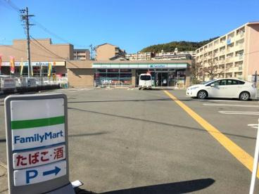 ファミリーマート伏見桃山東の画像1