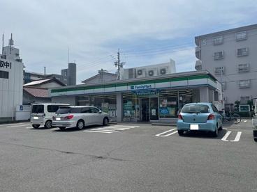ファミリーマート 四日市堀木一丁目店の画像1