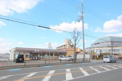 セブン-イレブン豊中桜の町6丁目店の画像1