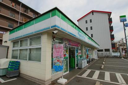 ファミリーマート東大阪西堤店の画像1