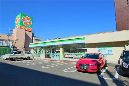 ファミリーマート高井田本通店の画像1