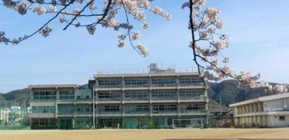 島本町立第一中学校の画像1