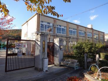 京都市立金閣小学校の画像1