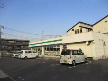 ファミリーマート 六木二丁目店の画像1