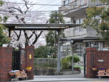 京都市立旭丘中学校の画像1