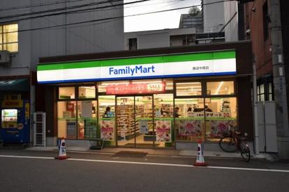 ファミリーマート難波中南店の画像1