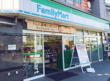 ファミリーマート 秋川駅前店の画像1