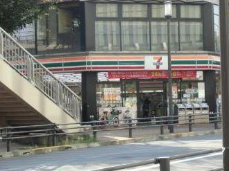 セブン-イレブン 河辺駅北口店の画像1