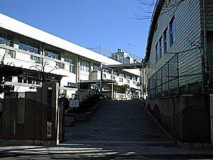 調布市立 滝坂小学校の画像1