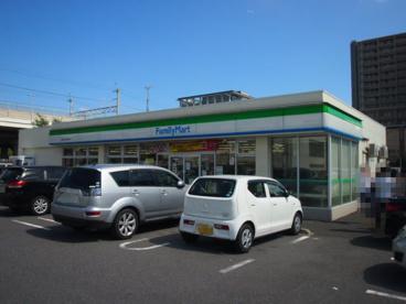 ファミリーマート千葉みなと駅南口店の画像1