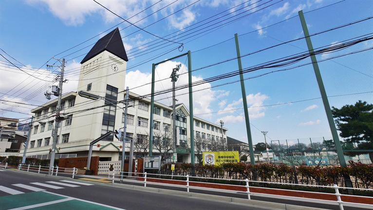 六甲小学校。の画像