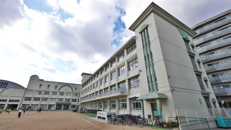 稗田小学校。の画像