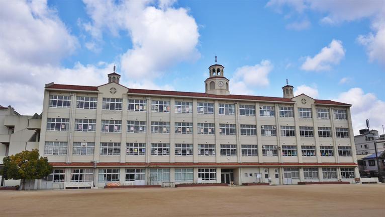 本庄小学校。の画像