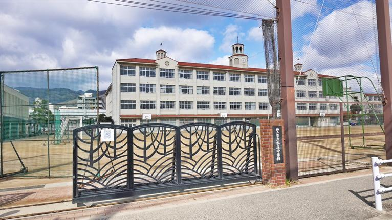 本庄中学校。の画像
