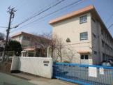 神戸市立泉台小学校。