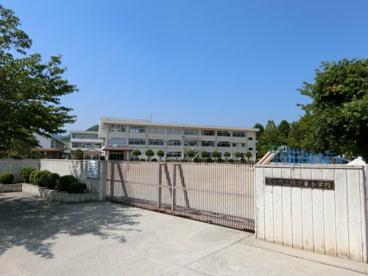 鴨方東小学校の画像1