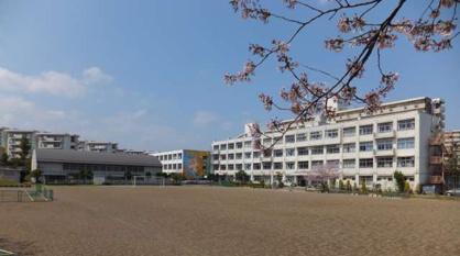 八王子市立高尾山学園の画像1
