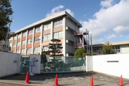 寝屋川市立国松緑丘小学校の画像1