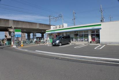 ファミリーマート星田駅東店の画像1