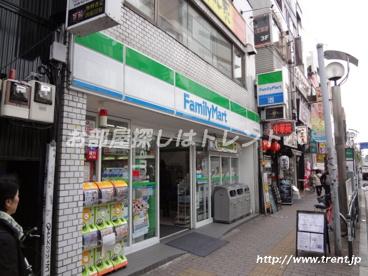 ファミリーマート 大久保駅前店の画像1