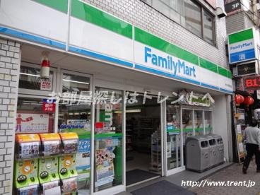ファミリーマート 大久保駅前店の画像2