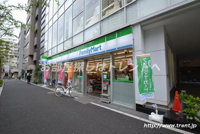 ファミリーマート 東新宿店の画像1