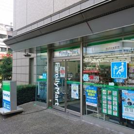 ファミリーマートラグザ大阪店の画像1
