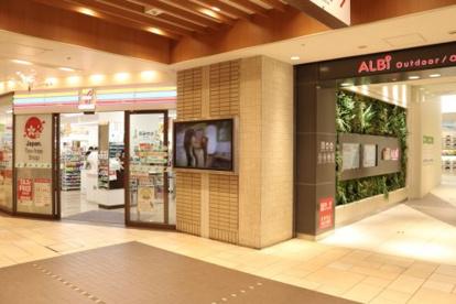 セブン-イレブンハートインJR大阪駅梅三小路店の画像1