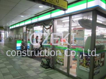 ファミリーマート新越谷駅前店の画像1
