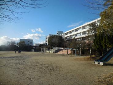箕面市立萱野東小学校の画像2