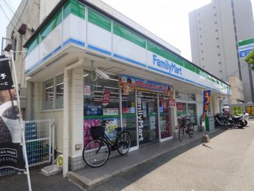 ファミリーマート博多駅南五丁目店の画像1