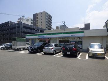 ファミリーマート博多駅南四丁目店の画像1