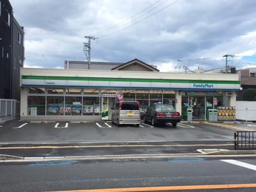 ファミリーマート俊徳道駅西店の画像1