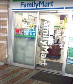 ファミリーマート市川駅南口店の画像1