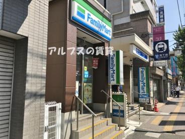 ファミリーマート 蒔田駅前店の画像1