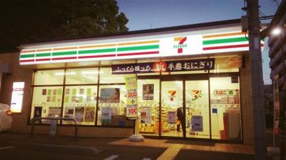 セブン-イレブンJR塚本駅西店の画像1
