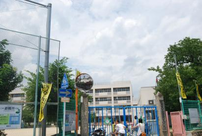 箕面市立 箕面小学校の画像1