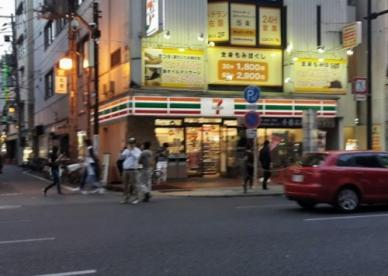 セブン-イレブン大阪日本橋駅前店の画像1