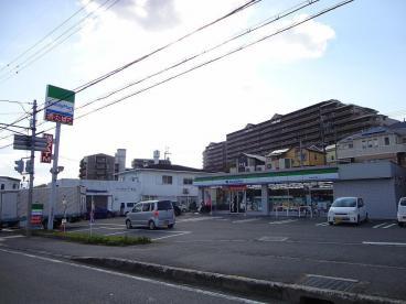 ファミリーマート狭山山本東店の画像1