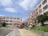 神戸市立白川台中学校。